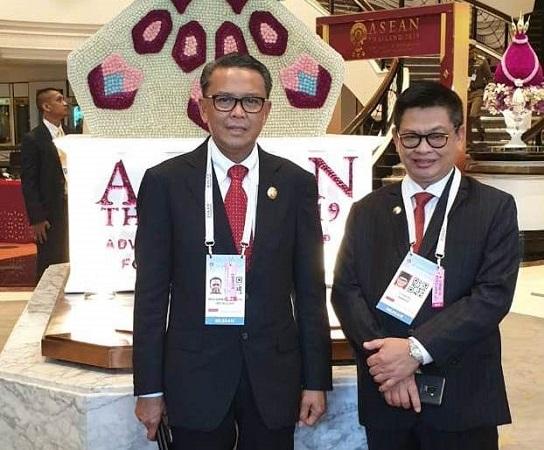 https: img-k.okeinfo.net content 2019 06 23 609 2069867 nurdin-abdullah-dampingi-presiden-jokowi-di-ktt-asean-thailand-LwFUfVwfRC.jpg