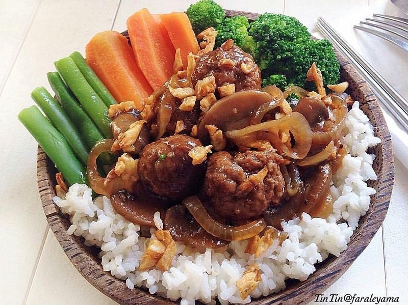 https: img-k.okeinfo.net content 2019 06 25 298 2070848 belum-sempat-ke-mangkok-ku-yuk-bikin-sendiri-rice-bowl-di-rumah-AgeSrpyTdi.jpg