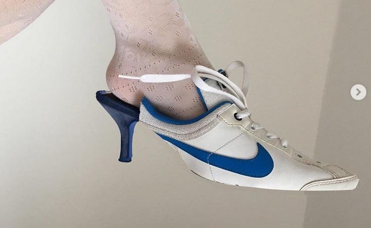 https: img-k.okeinfo.net content 2019 06 26 194 2071032 desainer-rumania-sulap-sneakers-nike-jadi-high-heels-hasilnya-keren-dtSJ0OcIBA.jpg