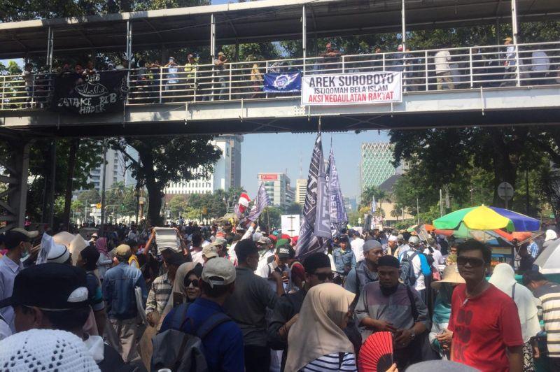Hasil gambar untuk demo depan MK makan