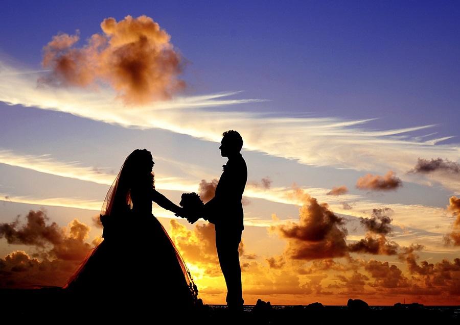 https: img-k.okeinfo.net content 2019 06 29 196 2072550 simak-ini-deretan-artis-yang-memilih-nikah-di-luar-negeri-e2KiK7appN.jpg
