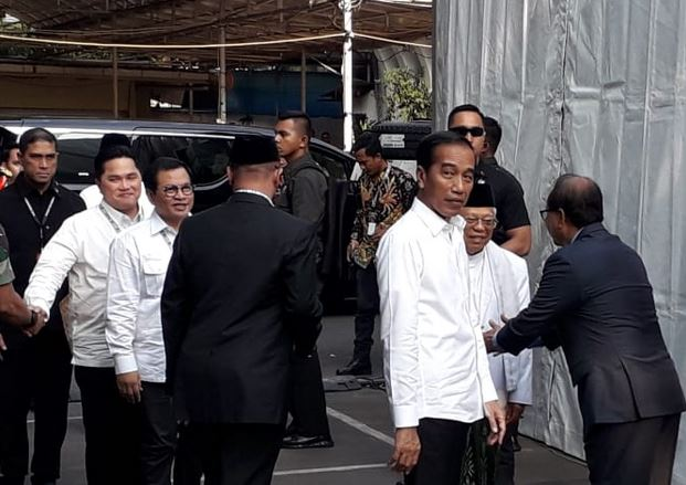https: img-k.okeinfo.net content 2019 06 30 605 2072839 kpu-resmi-tetapkan-jokowi-ma-ruf-amin-sebagai-presiden-wapres-terpilih-2019-2024-VHOix09tYR.JPG