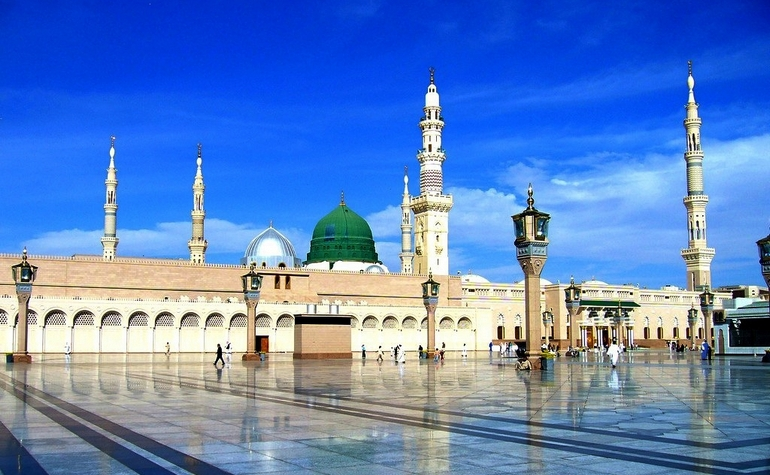 https: img-k.okeinfo.net content 2019 07 01 614 2073251 belajar-dari-kisah-nabi-hadapi-badui-arab-kencing-di-masjid-DISPzqH1Xv.jpg