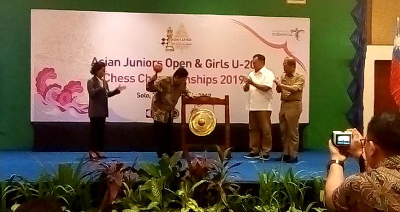 https: img-k.okeinfo.net content 2019 07 02 43 2073461 diikuti-11-negara-indonesia-gelar-turnamen-catur-berskala-internasional-qH0OsIWT03.jpg
