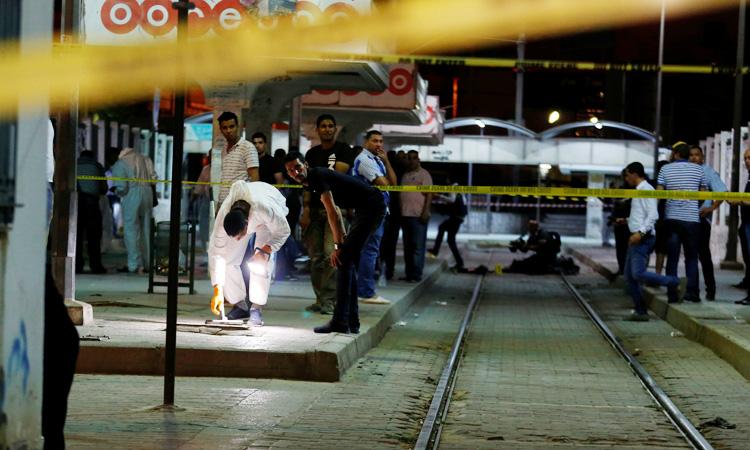 https: img-k.okeinfo.net content 2019 07 03 18 2074256 dikepung-polisi-militan-yang-buron-meledakkan-diri-di-ibu-kota-tunisia-tyP2lslSdz.jpg