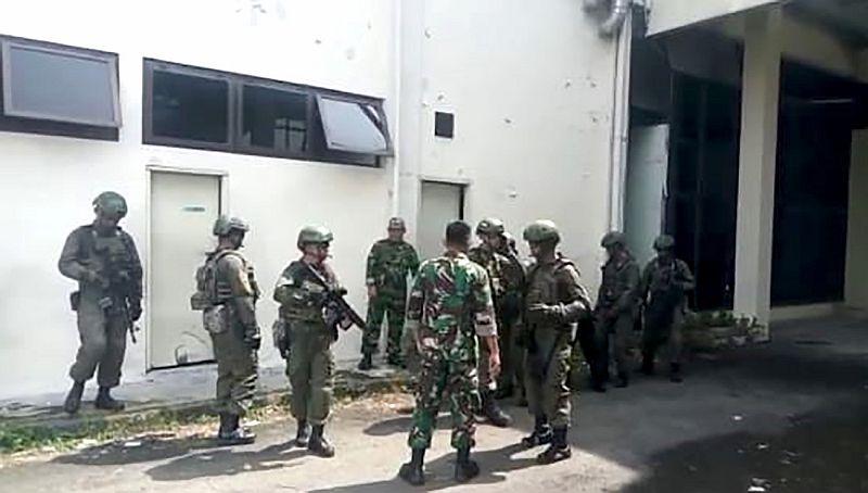 https: img-k.okeinfo.net content 2019 07 03 608 2074179 tni-au-dan-militer-amerika-latihan-bersama-di-lanud-soewondo-pGcL3dXSTj.jpg
