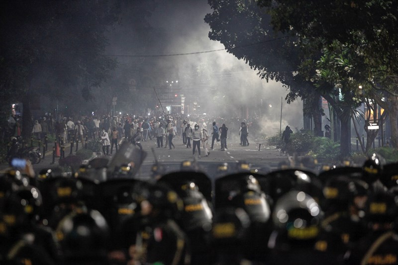 https: img-k.okeinfo.net content 2019 07 05 337 2075156 9-pelaku-pembakaran-pos-polisi-saat-kerusuhan-21-22-mei-ditangkap-efVc5viwBs.jpg