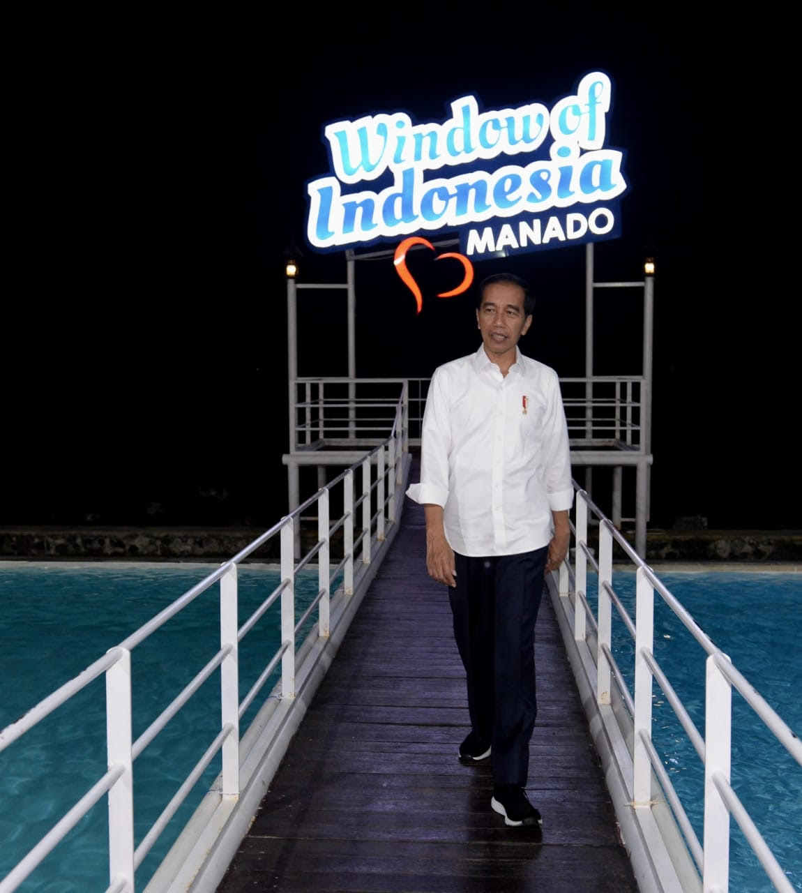 https: img-k.okeinfo.net content 2019 07 05 406 2075007 saat-presiden-jokowi-menikmati-wisata-jendela-indonesia-re6YJbIKBk.jpg