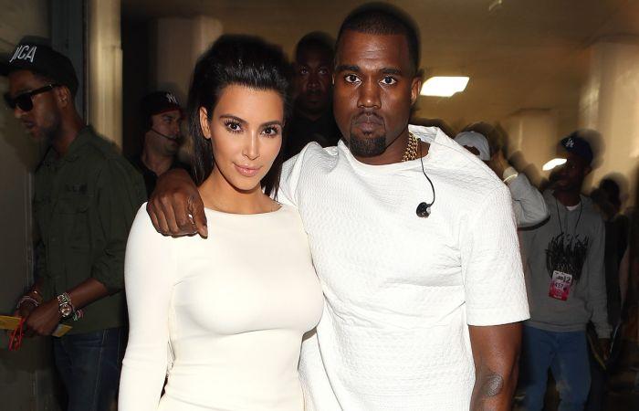 https: img-k.okeinfo.net content 2019 07 07 33 2075639 kim-kardashian-dan-kanye-west-berhubungan-seks-500-kali-dalam-sehari-e4uPaY9riz.jpg