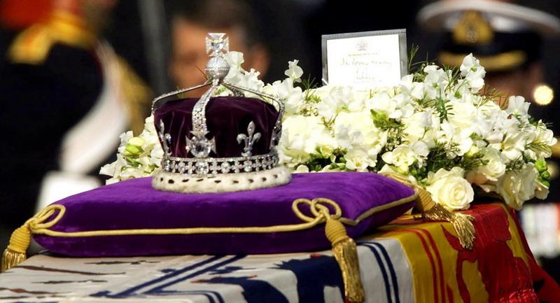 https: img-k.okeinfo.net content 2019 07 08 18 2076016 penjaga-mahkota-kerajaan-inggris-kedapatan-nonton-video-porno-saat-bertugas-IObFNo5GXR.jpg