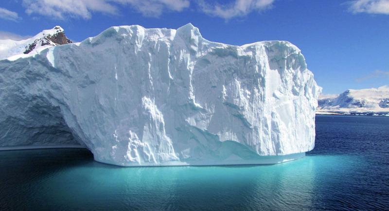 https: img-k.okeinfo.net content 2019 07 08 18 2076148 perusahaan-uea-berencana-tarik-gunung-es-dari-antartika-ke-teluk-persia-62kp8TaGLd.jpg