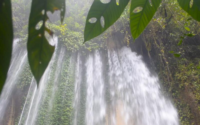 https: img-k.okeinfo.net content 2019 07 08 406 2076036 pesona-panorama-air-terjun-tersembunyi-di-hutan-papua-barat-sU3PPZAn3s.jpg