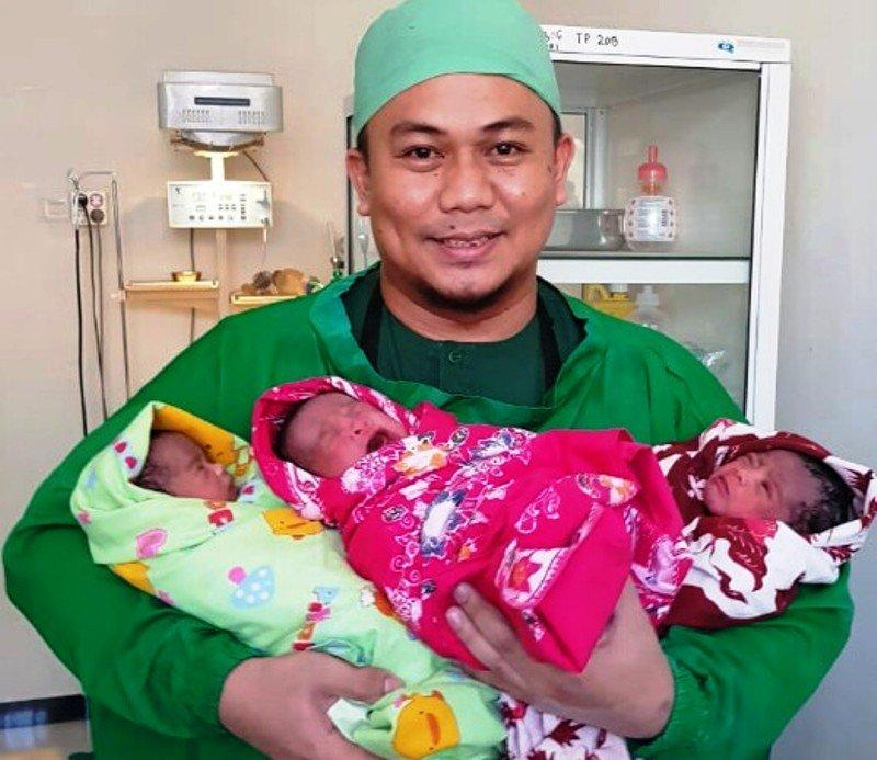 https: img-k.okeinfo.net content 2019 07 08 609 2076274 unik-ibu-ini-rajin-lahirkan-anak-kembar-k8AFegnls7.jpg