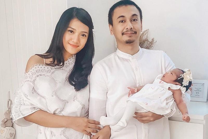 https: img-k.okeinfo.net content 2019 07 11 33 2077577 raditya-dika-unggah-foto-anak-mirip-bapak-atau-ibunya-lLWVlw5GGY.jpg