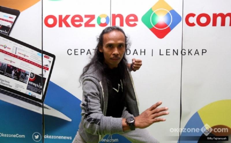 https: img-k.okeinfo.net content 2019 07 12 206 2078195 berkat-yayan-ruhian-pencak-silat-dan-bahasa-indonesia-muncul-di-film-hollywood-GX7ySCMdcP.jpg