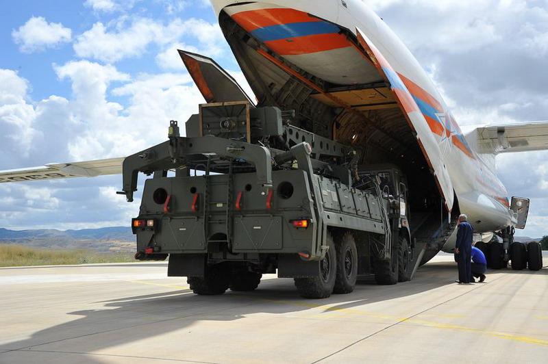 https: img-k.okeinfo.net content 2019 07 13 18 2078421 meski-ditentang-as-turki-terima-pengiriman-pertama-sistem-rudal-s400-rusia-W0SO52UPis.jpg