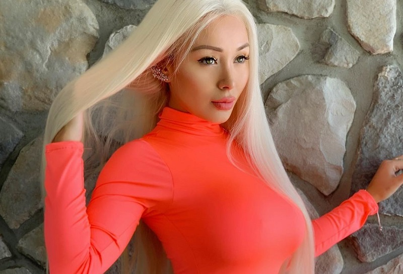 https: img-k.okeinfo.net content 2019 07 14 33 2078752 hot-model-seksi-daniella-chavez-lakukan-bottle-cap-challenge-dengan-payudara-04agU3jJgc.jpg