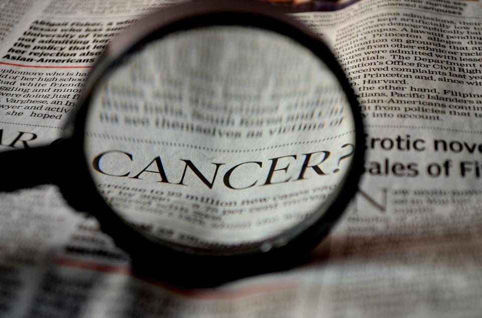 https: img-k.okeinfo.net content 2019 07 14 481 2078609 pro-dan-kontra-jaket-warsito-yang-bisa-sembuhkan-kanker-efad4waRwf.jpg