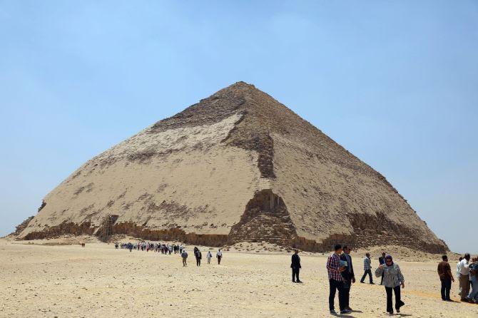 https: img-k.okeinfo.net content 2019 07 15 406 2079157 pertama-kali-dalam-50-tahun-dua-piramid-kuno-di-mesir-dibuka-untuk-publik-6tpHTLH9Wt.jpg