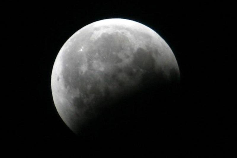 https: img-k.okeinfo.net content 2019 07 16 406 2079456 jangan-terlewatkan-besok-ada-gerhana-bulan-sebagian-LX1pDcjdnk.jpg