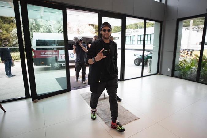 https: img-k.okeinfo.net content 2019 07 16 51 2079453 neymar-dan-leonardo-bertemu-suasana-mencekam-C3rDceqS5v.jpg