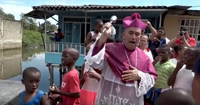 https: img-k.okeinfo.net content 2019 07 17 18 2080231 redam-kejahatan-geng-seorang-uskup-ingin-siram-kota-dengan-air-suci-dari-helikopter-IeSrffnruO.jpg