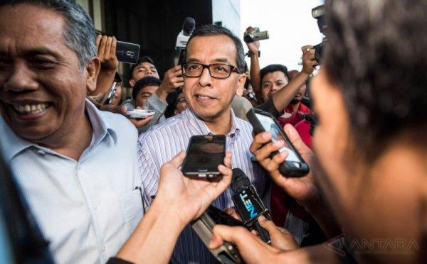 https: img-k.okeinfo.net content 2019 07 17 337 2079952 kpk-periksa-emirsyah-satar-terkait-kasus-dugaan-suap-garuda-indonesia-ESEzGVhdT2.jpg