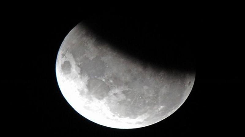 https: img-k.okeinfo.net content 2019 07 17 56 2079890 intip-foto-gerhana-bulan-sebagian-hasil-tangkapan-netizen-fPrTfs1Dv0.jpg