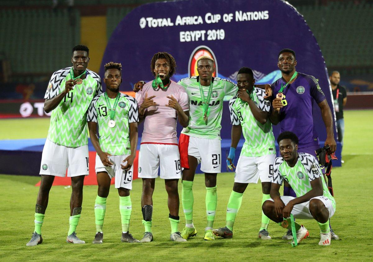 https: img-k.okeinfo.net content 2019 07 18 51 2080389 iwobi-bangga-antarkan-nigeria-jadi-juara-ketiga-di-piala-afrika-2019-mXD63SKa7Z.jpg