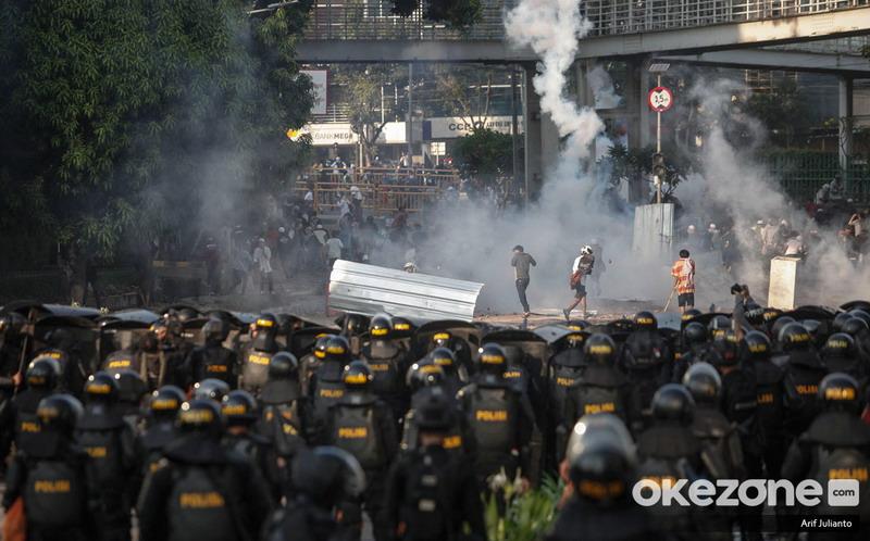 https: img-k.okeinfo.net content 2019 07 19 337 2080957 polisi-limpahkan-berkas-perkara-ratusan-kerusuhan-bawaslu-ke-kejati-dki-ABX26CnTGW.jpg