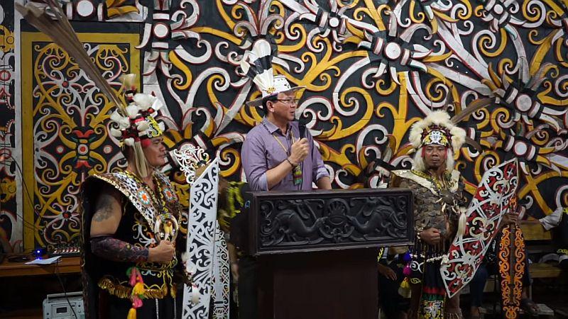 https: img-k.okeinfo.net content 2019 07 19 337 2080996 sudah-keliling-14-negara-ahok-bilang-budaya-indonesia-lebih-kaya-LYQS059waL.jpg