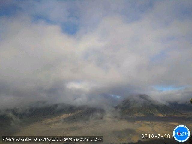 https: img-k.okeinfo.net content 2019 07 20 519 2081328 pascaerupsi-cuaca-di-gunung-bromo-berawan-dan-mendung-v0iEoPmJht.jpg