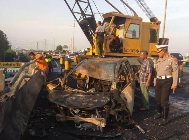 https: img-k.okeinfo.net content 2019 07 21 338 2081629 terbakarnya-truk-tangki-pertamina-di-rawamangun-diduga-karena-kecelakaan-Yb0SjzjM1E.jpg