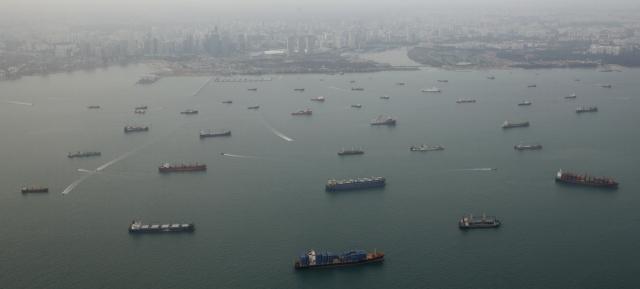 https: img-k.okeinfo.net content 2019 07 22 18 2081926 perompak-serang-kapal-kargo-korea-selatan-dekat-selat-singapura-05Im0zBU7f.jpg
