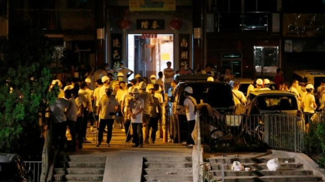 https: img-k.okeinfo.net content 2019 07 22 18 2082003 geng-triad-diduga-jadi-dalang-pemukulan-massa-pro-demokrasi-hong-kong-wZbhb6UqHd.jpg