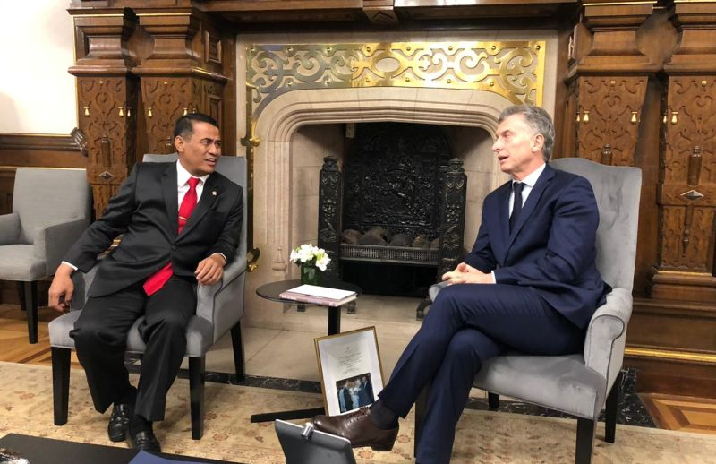 https: img-k.okeinfo.net content 2019 07 23 320 2082346 mentan-bertemu-presiden-mauricio-macri-ekspor-buah-buahan-tembus-argentina-XE17meQBJm.jpg