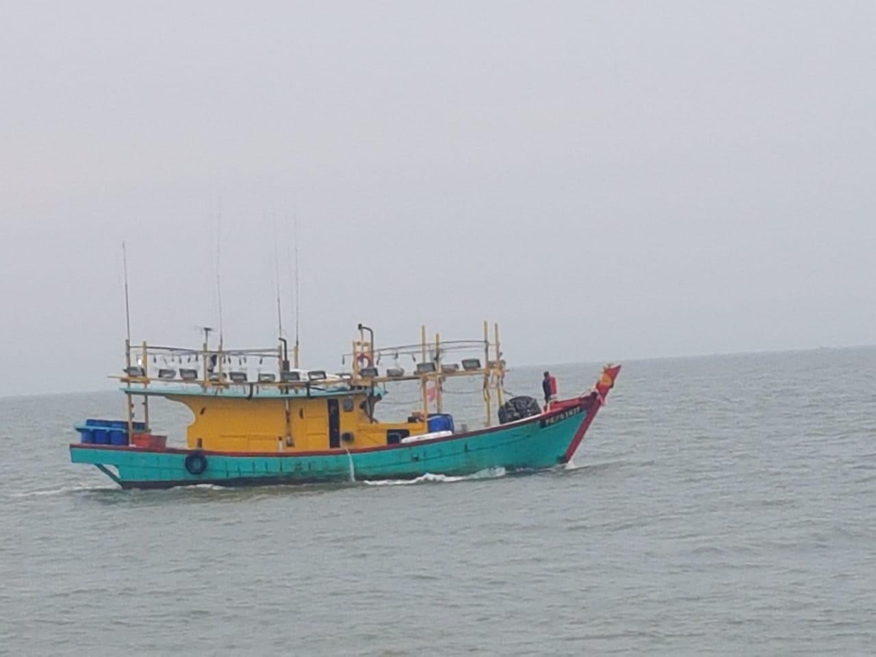https: img-k.okeinfo.net content 2019 07 23 320 2082546 kkp-tangkap-kapal-ilegal-malaysia-di-selat-malaka-OjWsEqHmtm.jpeg