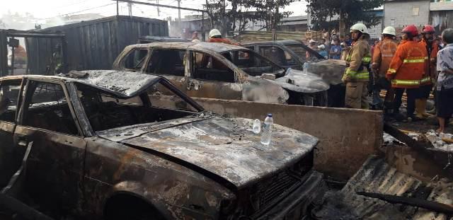 https: img-k.okeinfo.net content 2019 07 24 338 2082831 kebakaran-melanda-sejumlah-mobil-di-parkiran-kawasan-pademangan-uUW0qwh8iY.jpg