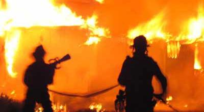 https: img-k.okeinfo.net content 2019 07 24 340 2083168 6-rumah-di-jambi-terbakar-25-jiwa-kehilangan-tempat-tinggal-Tk99Nij0cM.jpg