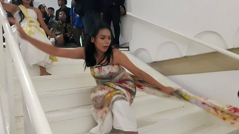 https: img-k.okeinfo.net content 2019 07 26 194 2084132 menari-di-art-jog-alya-nurshabrina-pukau-pengunjung-jogja-nasional-museum-LsqYo6tZSK.jpg