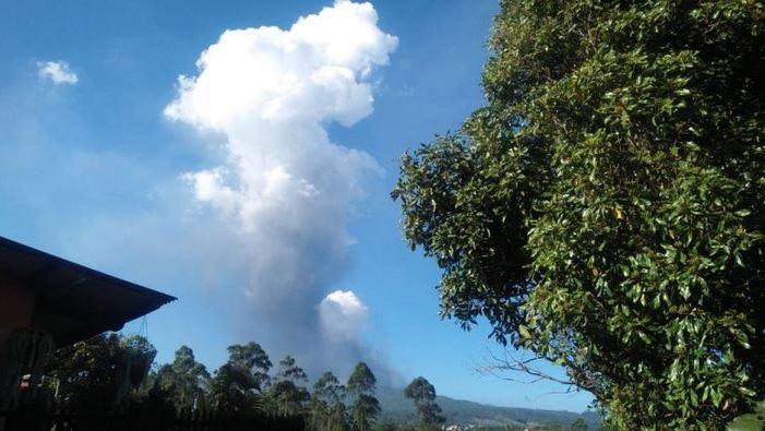 https: img-k.okeinfo.net content 2019 07 28 525 2084746 pasca-erupsi-status-gunung-tangkuban-parahu-terpantau-normal-aWWnyy4VDm.JPG