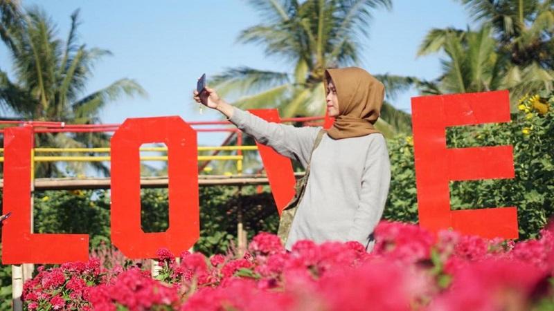 https: img-k.okeinfo.net content 2019 07 31 406 2086131 indahnya-taman-bunga-lembupurwo-destinasi-wisata-baru-di-kebumen-untuk-traveler-milenial-DFWWfnGRXk.jfif