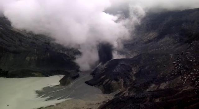 https: img-k.okeinfo.net content 2019 08 02 525 2086770 status-gunung-tangkuban-perahu-naik-level-jadi-waspada-0ovvWiAKb1.jpg