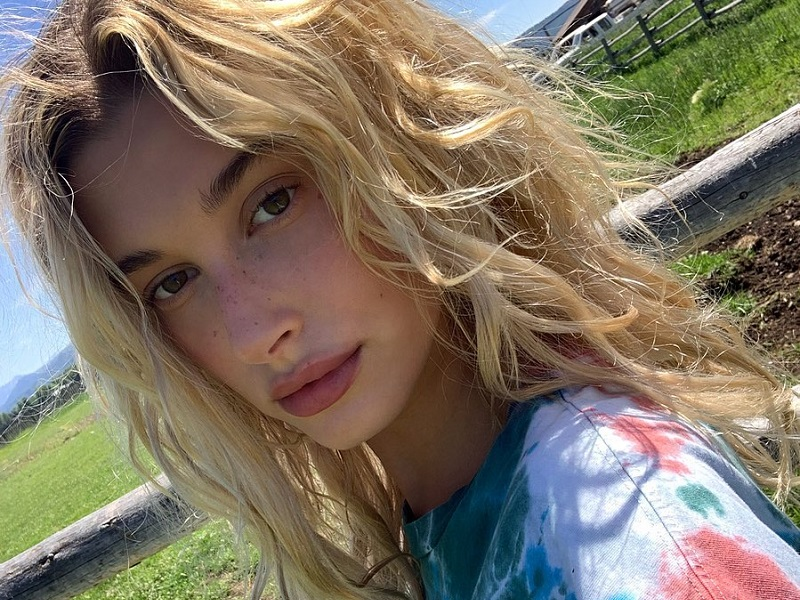 https: img-k.okeinfo.net content 2019 08 02 611 2087089 selfie-tanpa-makeup-hailey-bieber-bangga-pamer-freckles-DVDMGBKUyY.jpg