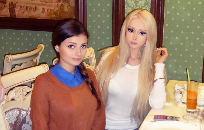 https: img-k.okeinfo.net content 2019 08 04 194 2087396 kenalan-dengan-keluarga-barbie-hidup-dari-ukraina-seperti-apa-rupanya-xlVNqwSInu.jpg