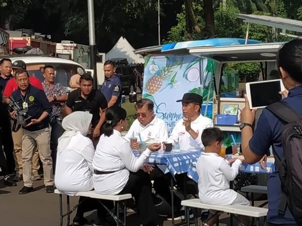 https: img-k.okeinfo.net content 2019 08 04 337 2087433 di-acara-family-gathering-menteri-jokowi-galang-donasi-untuk-korban-gempa-banten-CZdYrIZs2R.jpg