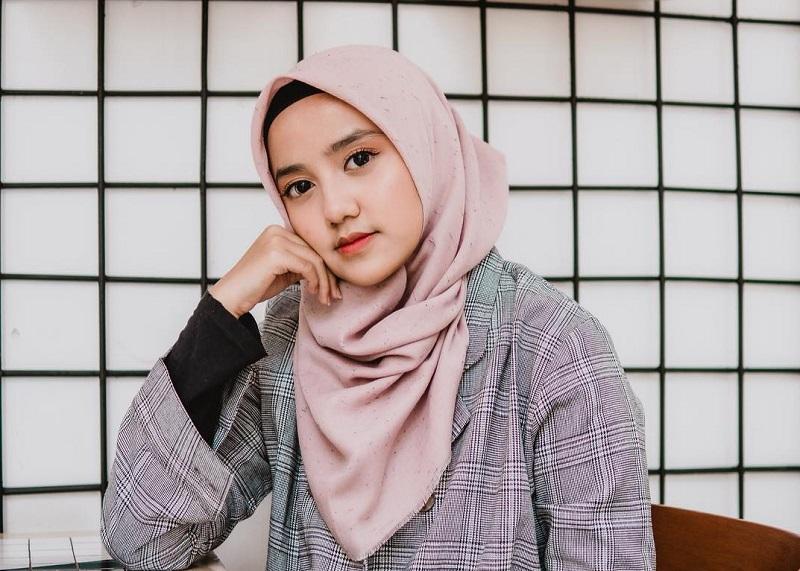 https: img-k.okeinfo.net content 2019 08 06 33 2088415 putri-yusuf-mansur-mesra-dengan-gus-azmi-netizen-anak-ustadz-pacaran-owEqJtabRC.jpg