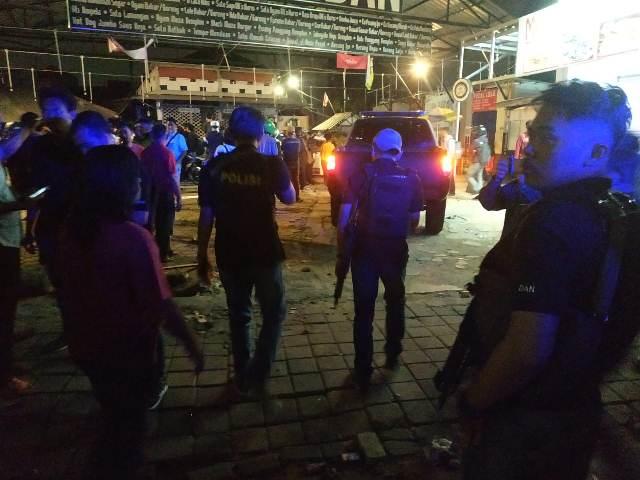 https: img-k.okeinfo.net content 2019 08 06 338 2088633 polisi-tak-ada-korban-dalam-penyerangan-posko-nobar-psm-makassar-di-tebet-ZYz0LtLDuC.jpg