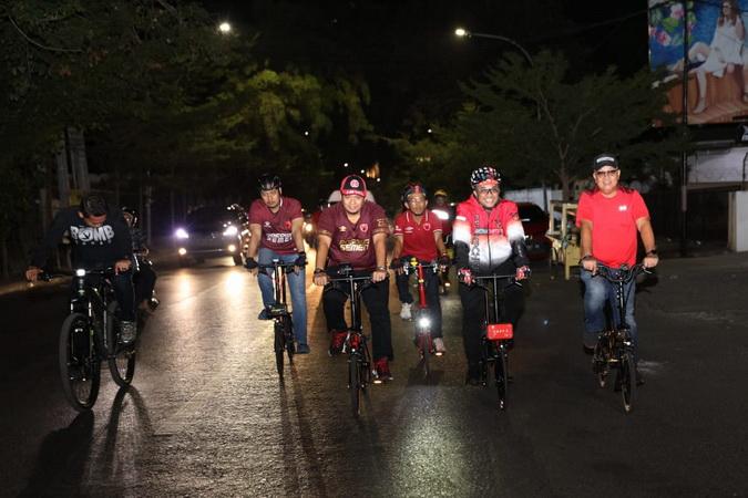 https: img-k.okeinfo.net content 2019 08 07 49 2088927 cara-unik-wali-kota-rayakan-kemenangan-psm-makassar-di-kratingdaeng-piala-indonesia-a2yNwCTB8o.jpg