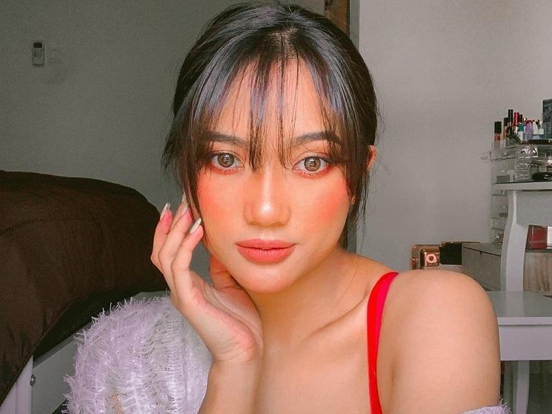 https: img-k.okeinfo.net content 2019 08 08 611 2089519 intip-seksinya-marion-jola-dengan-pulasan-makeup-blush-on-demam-N2ynHxZyEw.jpg